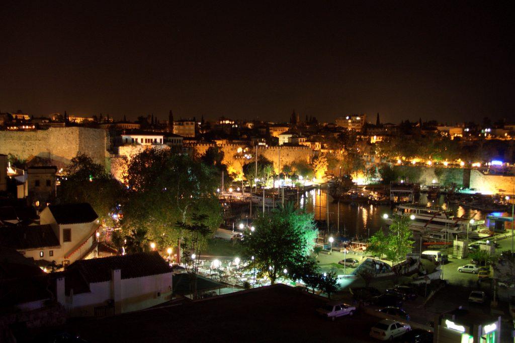 Ночная жизнь в Анталии